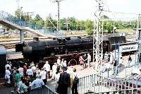 Fotografia eventowa - pociąg z ochotnikami 1920 roku - rekonstrukcja, pociąg dojeżdża do Skierniewic