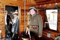 Fotografia eventowa - pociąg z ochotnikami 1920 roku - rekonstrukcja, Piłsudski w zabytkowym wagonie