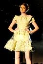 Fotografia mody: pokaz Georges Chakra, żółta sukienka