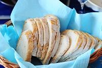 Fotografia żywności: chleb w koszyczku