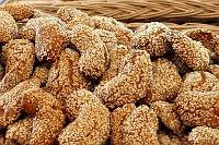 Fotografia żywności: ciasteczka miodowe z sezamem