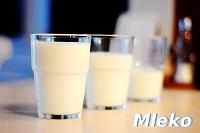 Fotografia napojów: szklanki mleka