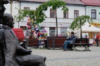 Skierniewice: rzeźba - ławeczka prof. Pieniążka