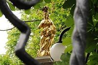 Skierniewice: rzeźba przed Kościołem św. Jakuba