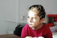 Fotografia dzieci: zamyślona dziewczynka